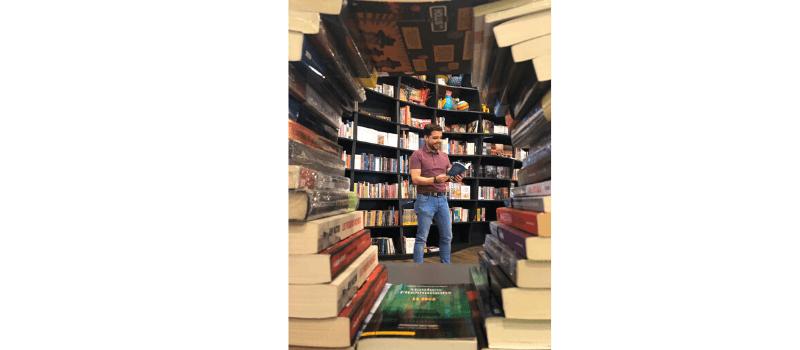 Daniel Uzcátegui de Kitapenas Books & Bistro