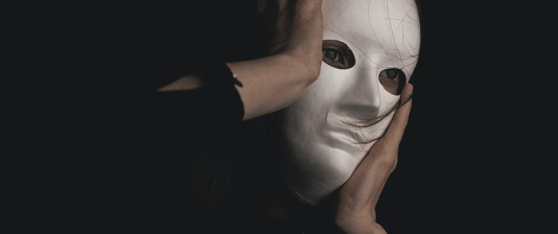 Famosas escritoras ocultas tras seudónimos